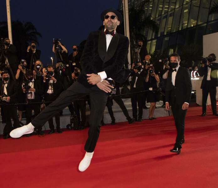 L'artiste JR lance une nouvelle danse sur le tapis rouge de la croisette.