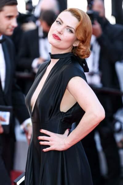 Elodie Frégé lors de la montée des marches du film « Benedetta »