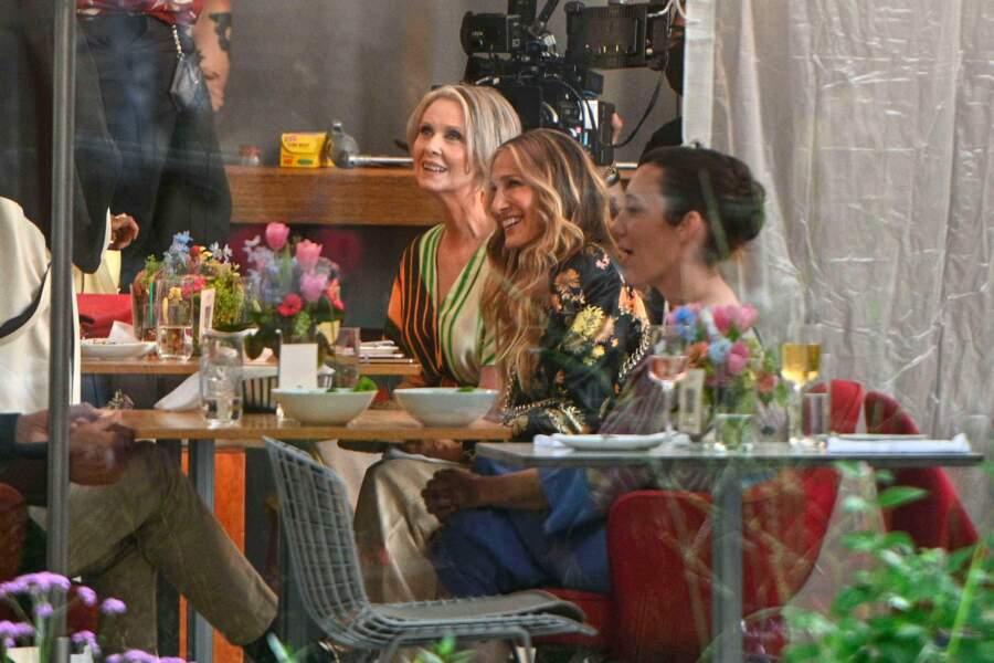 Cynthia Nixon and Sarah Jessica Parker en tournage le 13 juillet 2021