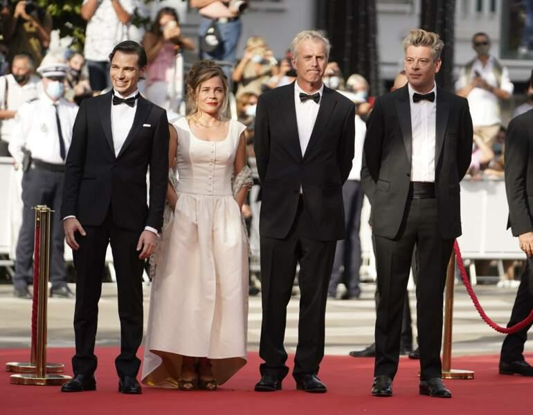 L'équipe du film France : Emanuele Arioli (à gauche), Blanche Gardin, Bruno Dumont et Benjamin Biolay
