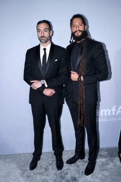 À ses côtés se trouvait l'acteur saoudien Rawkan Binbella.