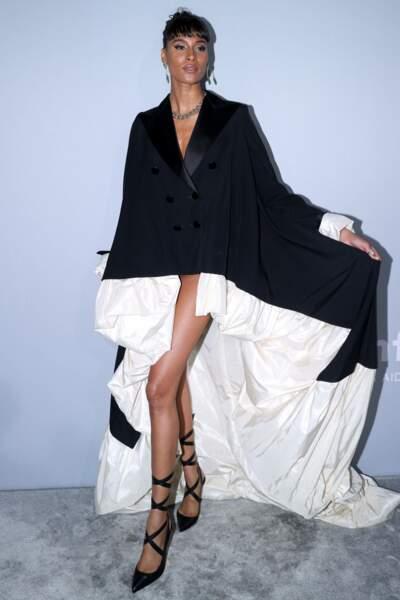 Notre Cindy Bruna nationale avait elle aussi joué la carte du noir et blanc, comme Regina King, avec une robe-smoking à la doublure en satin.