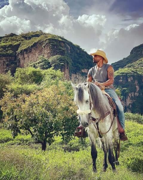 Bon c'est pas tout ça mais Shemar Moore nous attend pour garer son cheval.