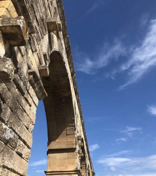 Gilles Verdez se promène lui en Occitanie, non loin, notamment, du  Pont du Gard