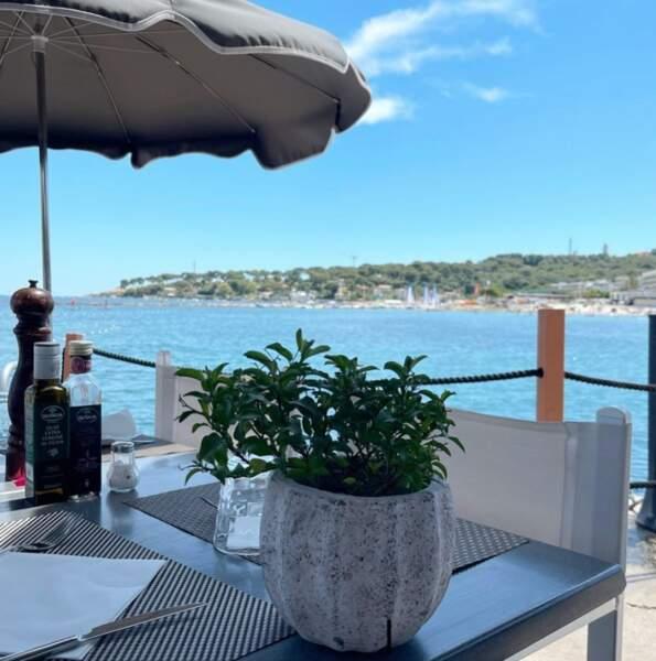 Valérie Bénaïm a choisi le sud pour ses vacances, et était tout récemment dans le coin d'Antibes...