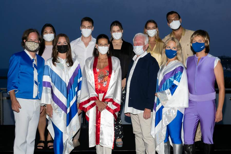 Maxime Giaccardi, Pauline Ducruet, la princesse Stéphanie de Monaco, Camille Gottlieb, Louis Ducruet et Marie Chevallier, sont ici accompagnés du groupe ABBA. Tous ont assisté au gala Fight Aids Monaco 2021, samedi 24 juillet, à Monte-Carlo.