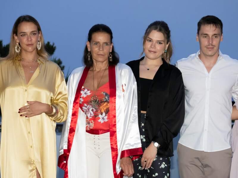 Sur cette photo, Pauline Ducruet, la princesse Stéphanie de Monaco, Camille Gottlieb et Louis Ducruet prennent la pose.