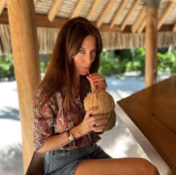 Bon, c'est pas tout ça mais Mareva Galanter nous attend pour déguster une eau de coco.