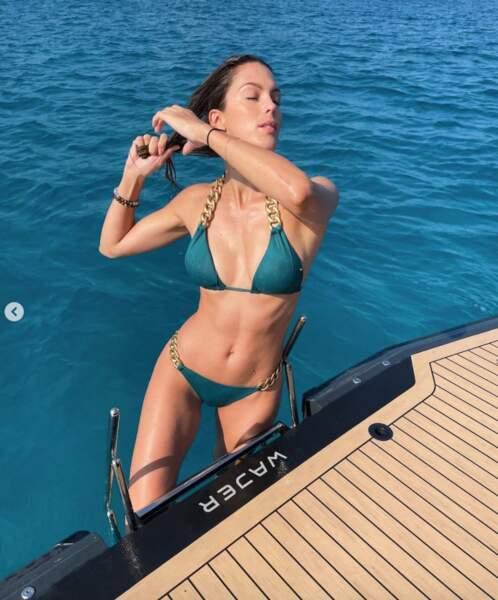Iris Mittenaere et son bikini bling-bling.