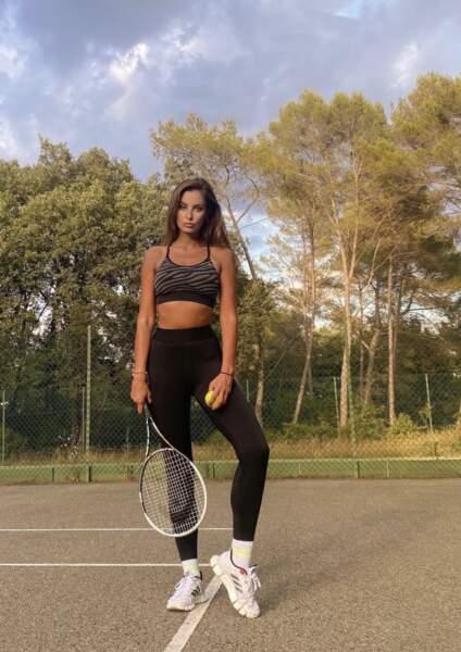 De son côté, Malika Ménard reste sportive même pendant ses vacances à Mougins !