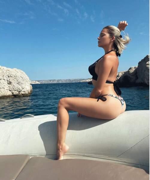 Tandis que Clara Morgane fait du bateau…
