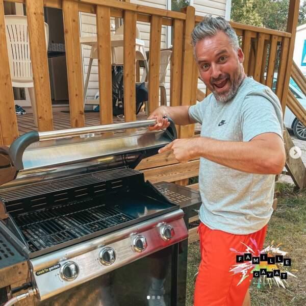 Chez les Gayat, c'est toujours Olivier qui s'occupe du barbecue