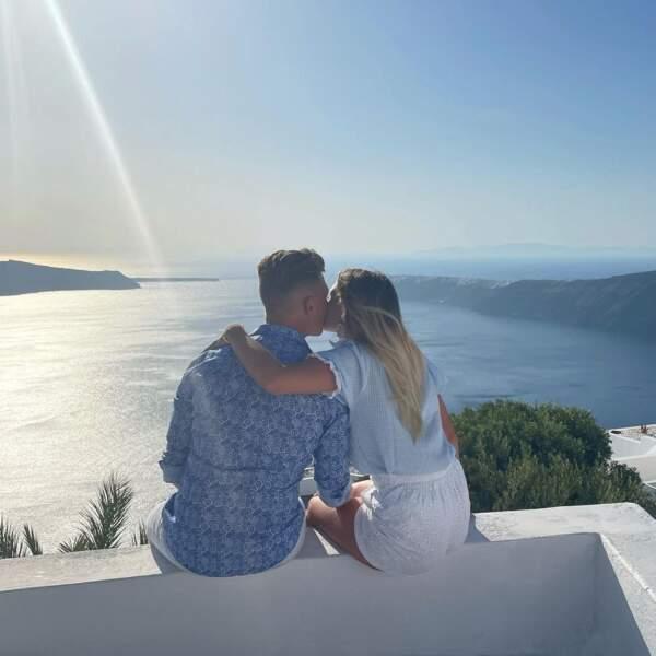 Pause détente en amoureux devant une jolie vue pour Camille et Nicolas Santoro