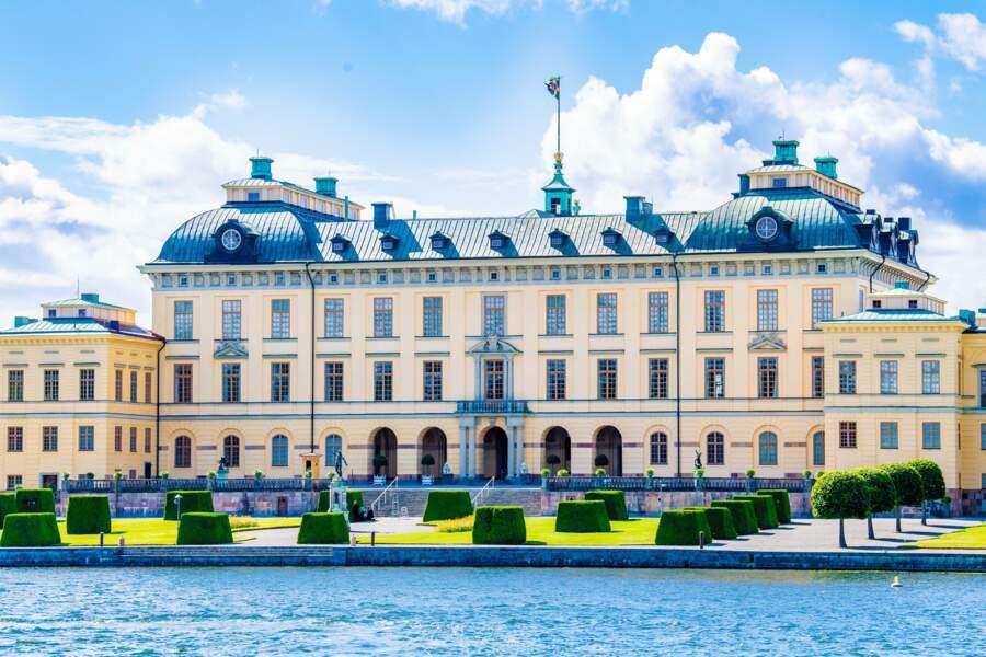 Le baptême du troisième fils du prince Carl Philip et de la princesse Sofia s'est déroulé ce samedi 14 août en l'église du château de Drottningholm, la résidence du roi Carl XVI Gustaf et de la reine Silvia.