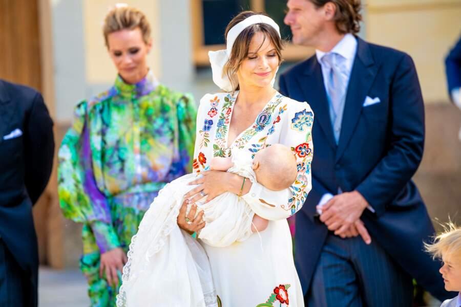 La princesse Sofia de Suède était éblouissante lors du baptême de son troisième fils, le prince Julian, duc de Halland, à Drottningholm, ce samedi 14 août.