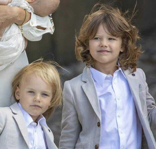 Le prince Gabriel et le prince Alexander ont assisté au baptême de leur petit frère, le prince Julian, à Drottningholm, le 14 août.
