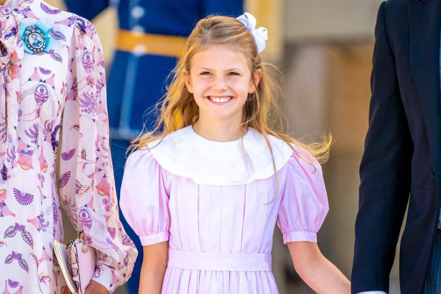 La princesse Estelle, aînée de la princesse Victoria et du prince Daniel, occupe la deuxième place dans l'ordre de succession au trône suédois. Elle est âgée de 9 ans.
