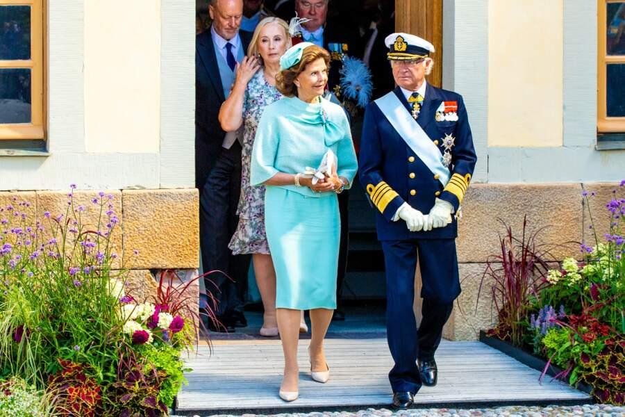 La reine Silvia et le roi Carl XVI Gustaf de Suède, au baptême de leur 8ème petit-enfant, le prince Julian, le samedi 14 août dans leur résidence de Drottningholm.