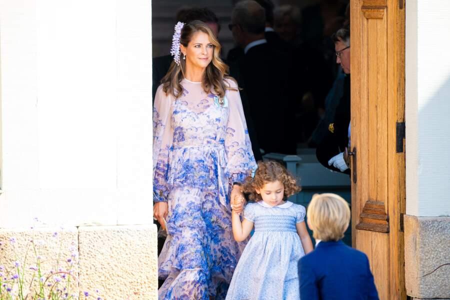 La princesse Madeleine et sa fille, la princesse Adrienne, âgée de 3 ans. Cette dernière occupe la onzième place dans l'ordre de succession au trône de Suède.