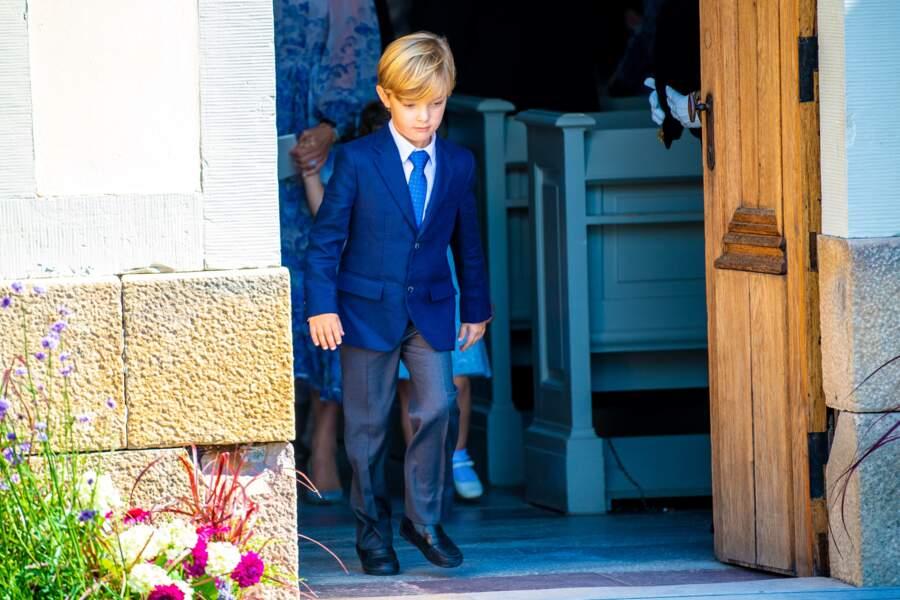 Âgé de six ans, le prince Nicolas est dixième dans l'ordre de succession au trône suédois, trois places derrière le prince Julian, baptisé samedi 14 août à Drottningholm.