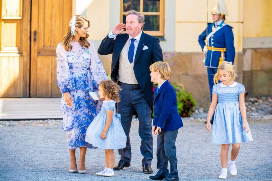 La princesse Madeleine, son époux Christopher O'Neill et leurs trois enfants, les princesses Leonoreet Adrienne, et le prince Nicolas, au baptême du prince Julian, samedi 14 août, à Drottningholm.