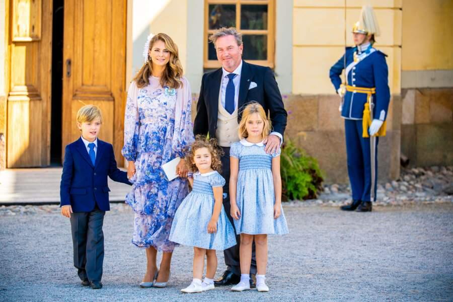 La princesse Madeleine, son époux Christopher O'Neill et leurs trois enfants, les princesses Leonore (7 ans) et Adrienne (3 ans), et le prince Nicolas (6 ans), au baptême du prince Julian, samedi 14 août, à Drottningholm.