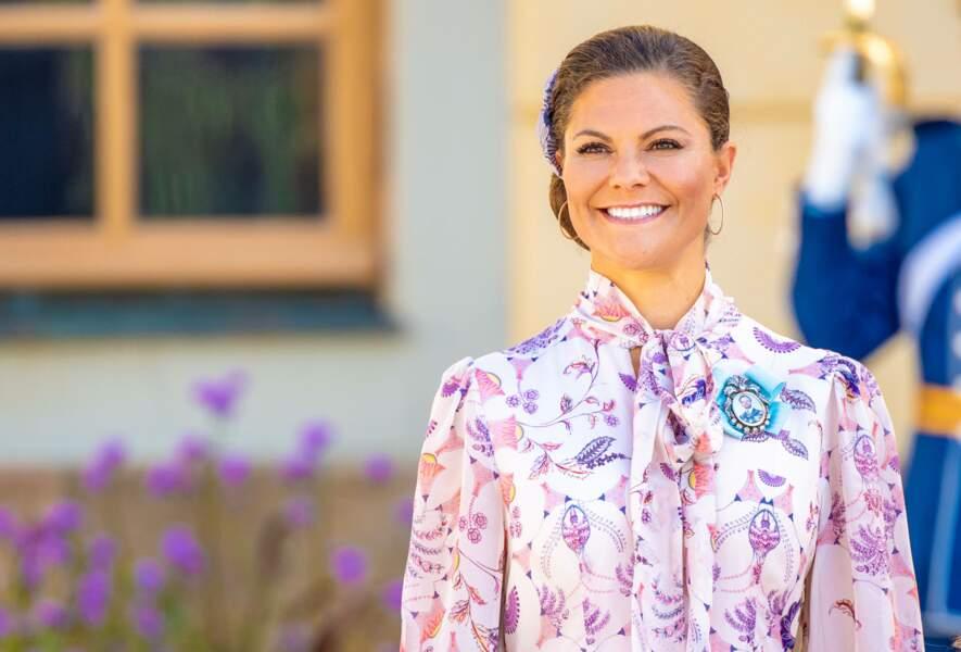 La princesse héritière Victoria portait une robe de la marque suédoise By Malina pour le baptême de son neveu, le prince Julian, à Drottningholm, samedi 14 août.