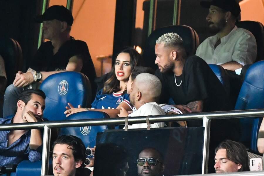 Neymar en tribunes pour assister au match PSG/Strasbourg