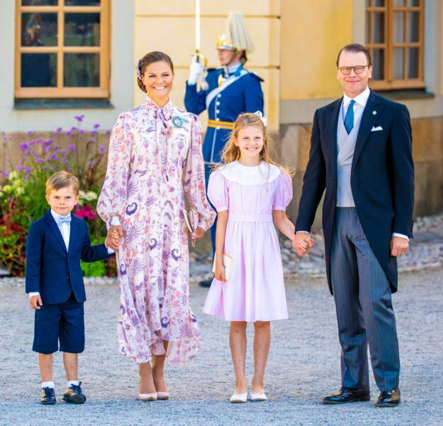 La princesse héritière Victoria de Suède, son mari le prince Daniel  et leurs deux enfants, la princesse Estelle et le prince Oscar, au baptême du prince Julian, samedi 14 août, à Drottningholm.