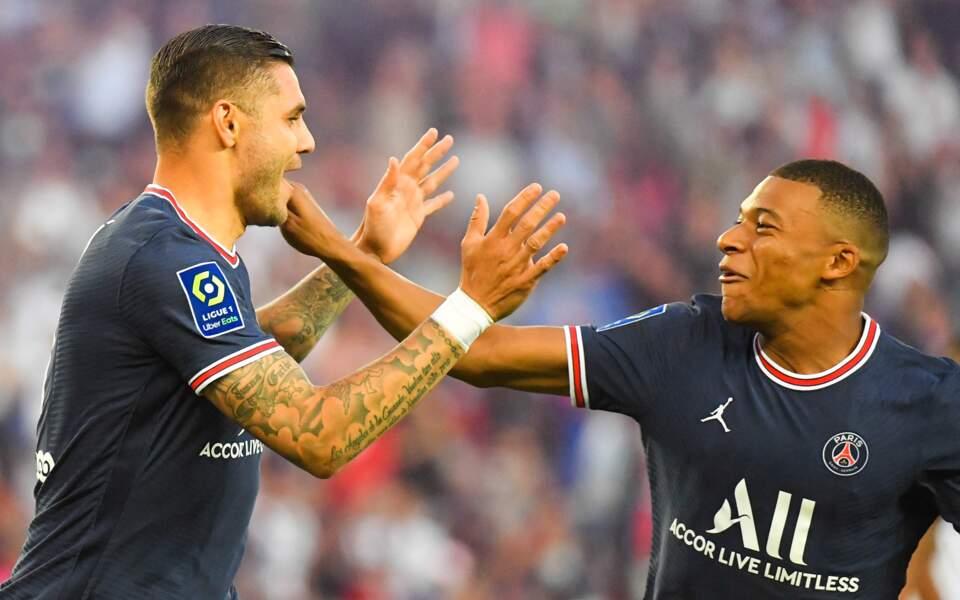 Mauro Icardi et Kylian Mbappé fous de joie lors du match PSG/Strasbourg