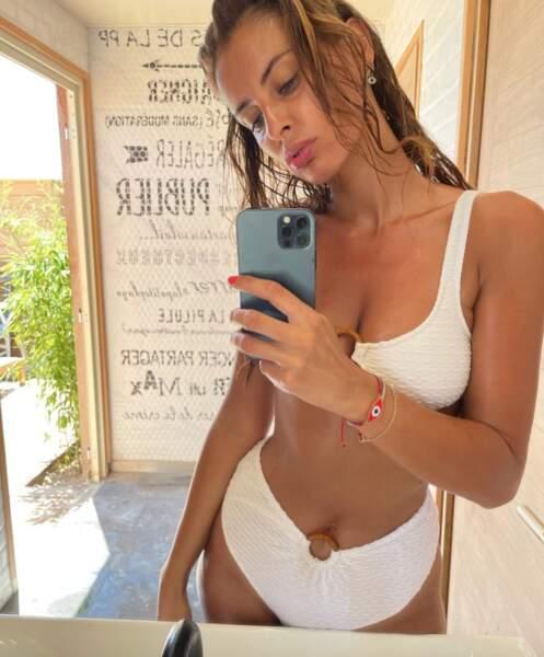 Malika Ménard a fait un selfie aux WC.