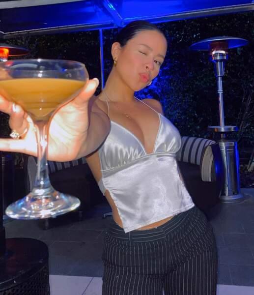 En parlant de cocktail, voici quelqu'un qui voudrait trinquer avec ses fans