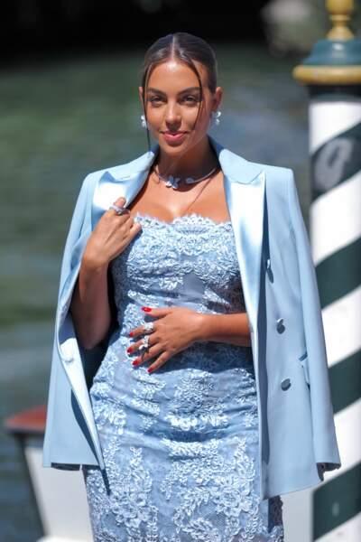 Georgina Rodriguez avait misé sur une robe et une veste bleues.