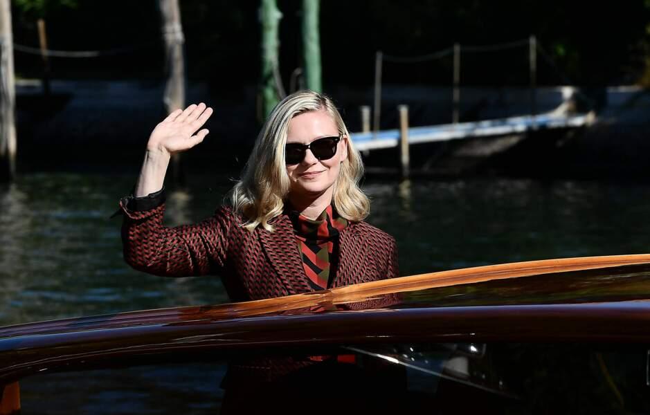 Kirsten Dunst arrive à Venise depuis la mer !