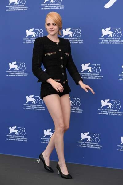 Kristen Stewart est éblouissante en total look Chanel pour la Mostra de Venise