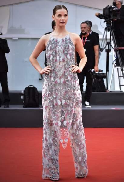 La mannequin Barbara Palvin a également foulé le tapis rouge