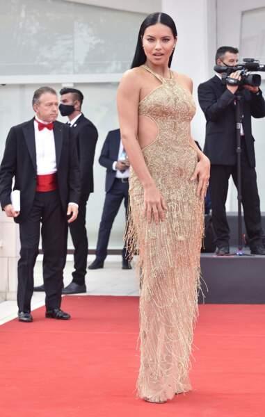 La mannequin brésilienne Adrianna Lima était également présente à la Mostra de Venise