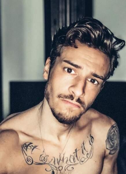 Adrien Caby est tatoué sur tout le corps