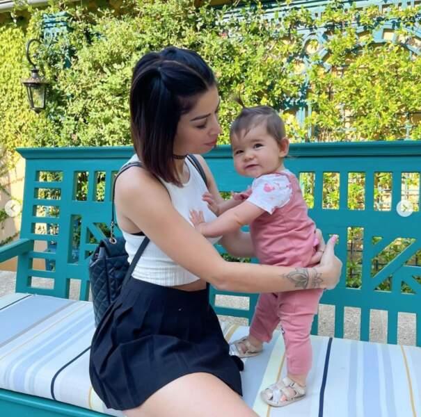 Voici la youtubeuse Noémie Makeup Touch et sa petite Iliana.