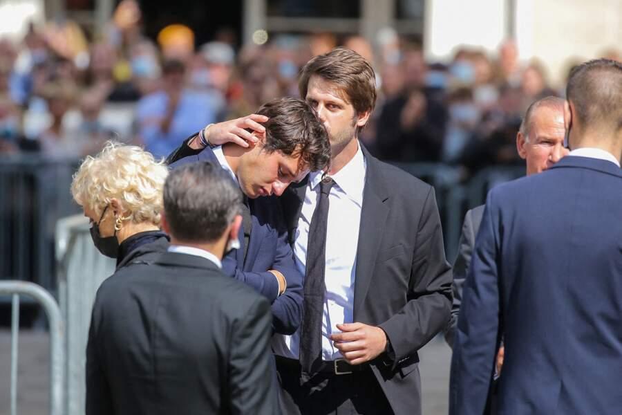 Giaccomo Belmondo et Alessandro à la fin des funérailles de Jean-Paul Belmondo