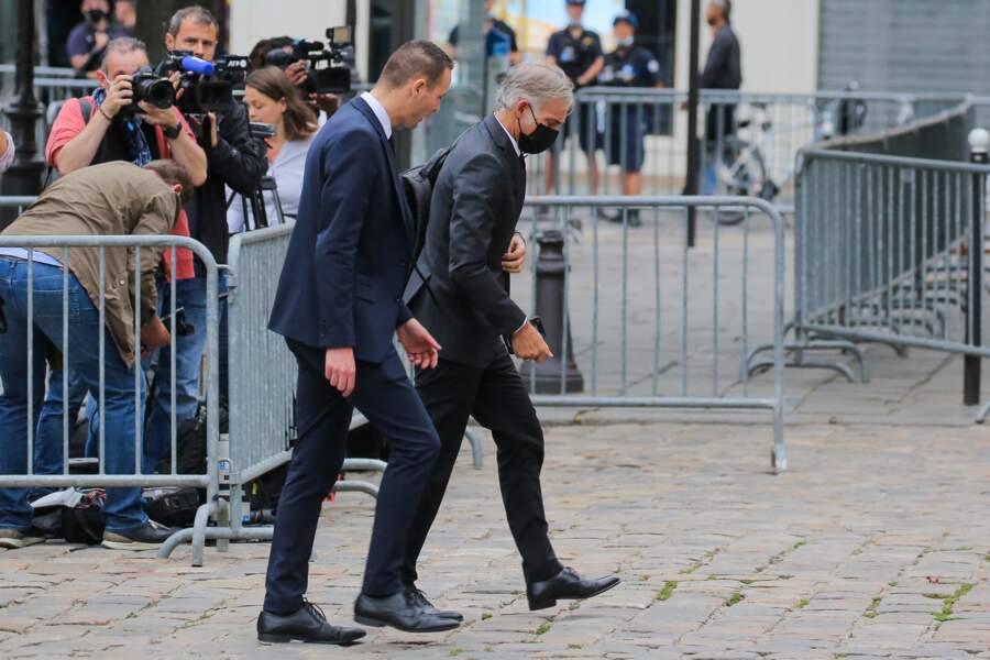 Paul Belmondo arrive à l'église saint-Germain-des-prés