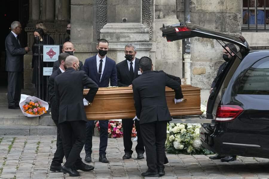 L'arrivée du cercueil de l'acteur.