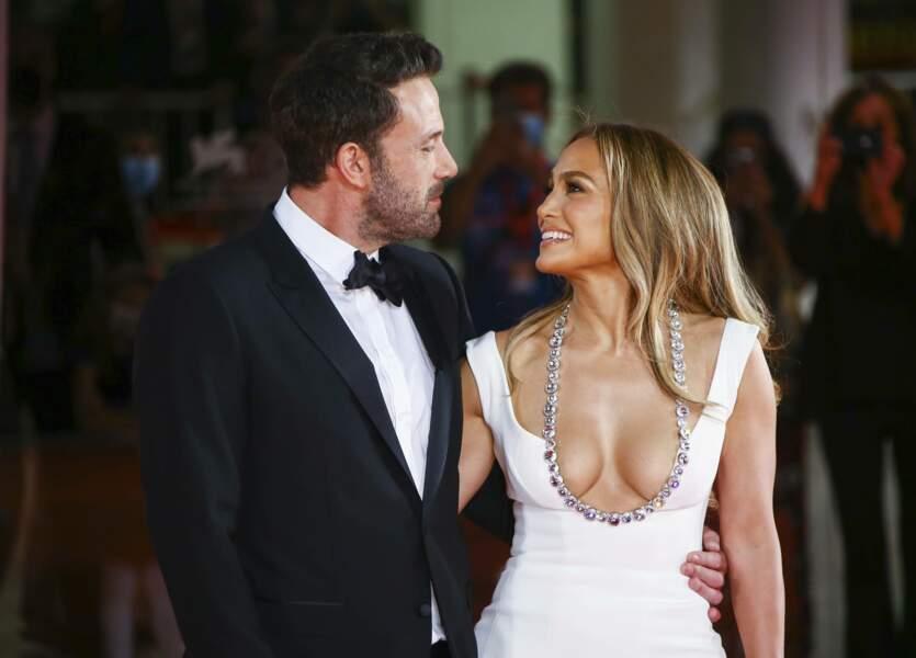 A nouveau en couple, Ben Affleck et Jennifer Lopez ont affiché leur bonheur ce vendredi 10 septembre à la Mostra de Venise, où l'acteur venait présenter le film Dernier duel.