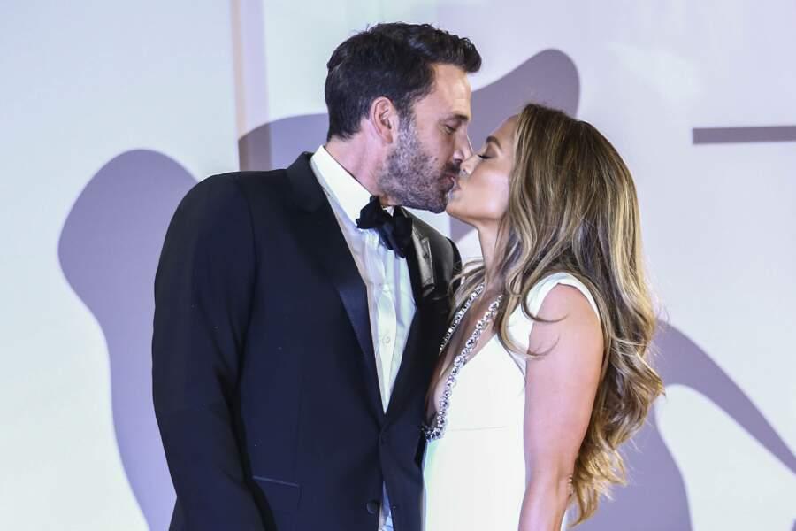 Ben Affleck vole subtilement un baiser à sa belle...