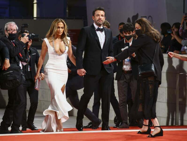 C'est main dans la main aussi que le couple a fait son apparition sur le tapis rouge.