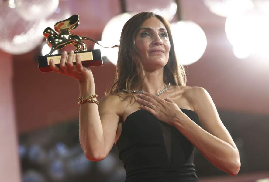 Émue, la réalisatrice française a été récompensée pour son film L'Événement