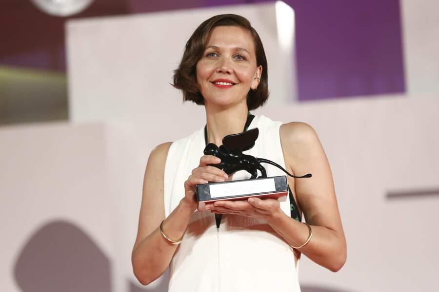 Maggie Gyllenhaal a été félicitée pour le scénario du film The Lost Daughter