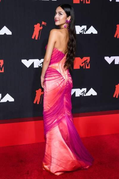 Autre reine de l'évènement, elle aussi repartie avec 3 prix : Olivia Rodrigo.