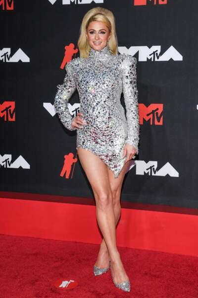 Paris Hilton tout en strass.