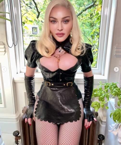 On est bouché bée devant ce look de Madonna.